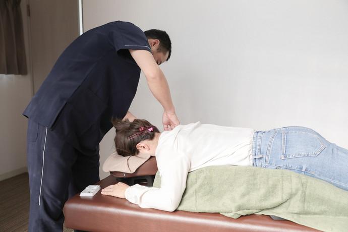 あし花整骨院 鍼灸治療の様子