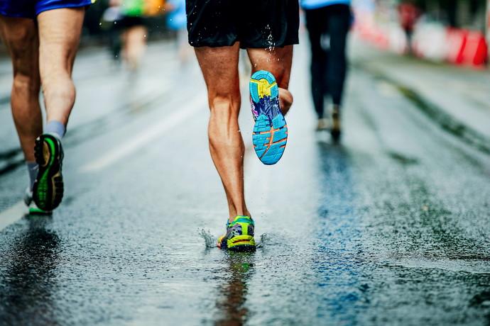 マラソンをしている男性