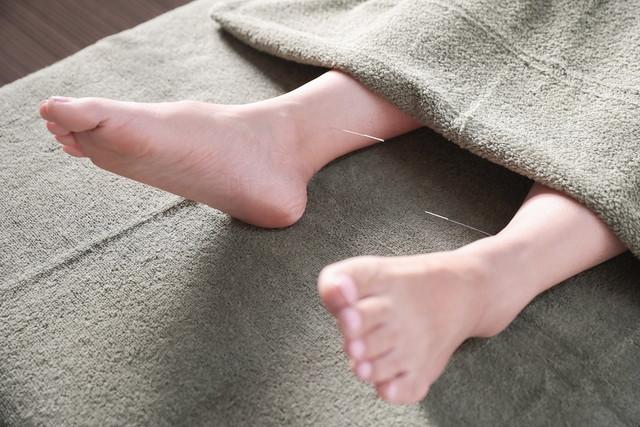 あし花整骨院の足の痛みへの施術の様子
