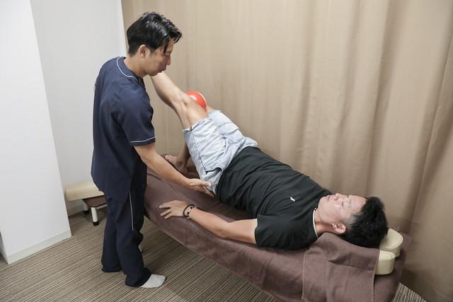 あし花整骨院のスポーツ障害への施術の様子