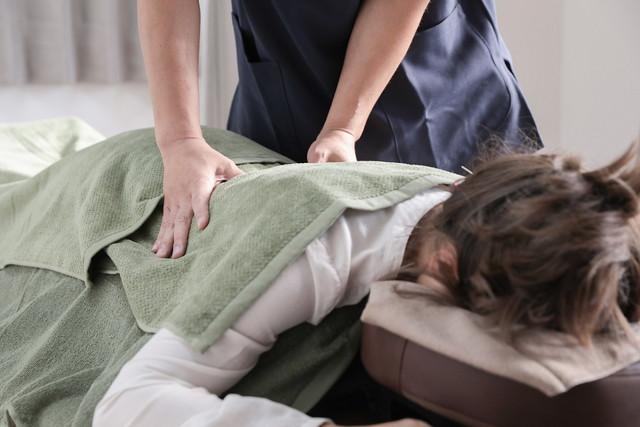 あし花整骨院の腰痛施術への様子